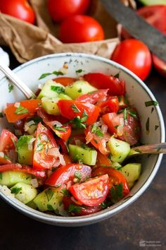 Tomaten-Gurken-Salat – Madame Cuisine Tomato and cucumber salad – madame cuisine Salmon Recipes, Lunch Recipes, Grilling Recipes, Beef Recipes, Cottage Cheese Salad, Tomato Vegetable, Easy Salads, Summer Salads, Cucumber Salad