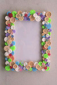 button frame … – crafts for bazaar – knutselen Mirror Crafts, Frame Crafts, Diy Frame, Diy Home Crafts, Easy Crafts, Crafts For Kids, Arts And Crafts, Button Frames, Button Art
