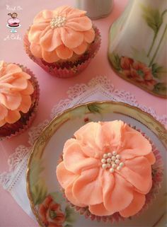 Bird On A Cake: Pretty Flower Cupcakes - Piping Tutorial using Wilton Tip 104