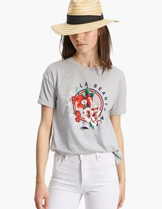 Short sleeve T-shirt with prints - T-shirts Linda Summer, Republic Of Ireland, Beret, Hat, V Neck, T Shirts For Women, Prints, Outfits, Clothes