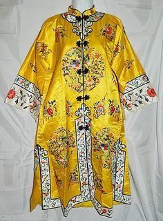 Vintage Bai Hua Silk Chinese Robe Caftan size Medium Embroidered Mandarin  Robe  5b8b6f562