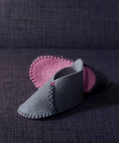 Felt baby booties grey and yellow by Tackerbox on Etsy