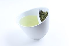 Magisso Teacup: makes enjoying tea nice and simple. Thanks to the triangle bottom and inbuilt and removable strainer, it is easy to adjust the strength of tea depending on your taste without making a mess.