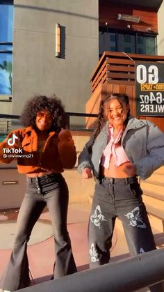 two pwetty best friends Hip Hop Dance Videos, Dance Moms Videos, Dance Music Videos, Dance Choreography Videos, Best Friends Whenever, Crazy Things To Do With Friends, Cool Dance Moves, Dance Tips, Bff