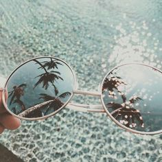 Summer reflections in sunglasses are the best. Find the Ray-Ban sunglasses with flash lenses at http://m.smartbuyglasses.com/designer-sunglasses/Ray-Ban/Ray-Ban-RB3447-Round-Flash-Lenses-019/30-220587.html