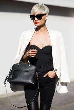 Boom, platinum pixie and hot blazer outfit. Short Platinum Hair, Short Hair Cuts, Short Hair Styles, Street Chic, Street Style, Micah Gianneli, Mode Streetwear, Pixie Hairstyles, New Hair