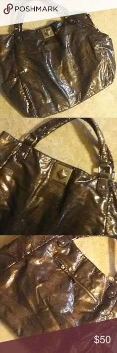 Kenneth Cole purse Gold metallic  design. Really nice!!! Kenneth Cole Bags