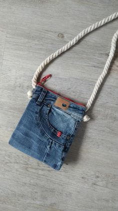 """Bag """"Jeans unique"""" With Reißverscluss 20 x 22 x cm Lining Cord length is very easy to cut itself (knot) Jean Crafts, Denim Crafts, Custom Purses, Japanese Bag, Diy Jeans, Denim Ideas, Denim Bag, Handmade Bags, Jeans Pocket"""