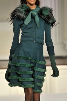 Glamorous Chic Life Love This Teal Outfit ❥✿ڿڰۣ(̆̃̃ ❤❥✿ڿڰۣ(̆̃̃ ❤ Haute Couture Style, Couture Mode, Couture Fashion, Runway Fashion, Womens Fashion, Fur Fashion, Green Fashion, High Fashion, Glamorous Chic Life