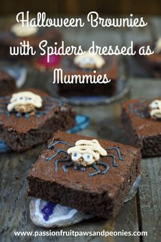 Decorating halloween brownies can be hugely fun. These cute spiders dressed as Mummies could also be a get well brownies. Either way these super easy halloween brownies are both cute and delicious! They are a great treat for kids (grandchildren) to either Pasteles Halloween, Halloween Food For Party, Halloween Ideas, Halloween Crafts, Halloween Brownies, Delicious Desserts, Yummy Food, Fudgy Brownies, Punch Recipes