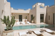 en Marrakesh, Marruecos. Brand new 4600 sq feet home built by an architect close to the well known Palmeraie in Marrakech, around 15km away from the center of Marrakech and its golfs (4km away from the closest). The location outside the center will enable you to take adva...