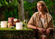 """Eat Pray Love"" Book: Elizabeth Gilbert - Movie: 2010 - starring Julia Roberts as Liz Gilbert - photo of Julia taken in Bali, Indonesia Elizabeth Gilbert, Liz Gilbert, Eat Pray Love, Julia Roberts, Come Reza Ama, Pretty Woman Movie, 10 Film, Inspirational Movies, Best Vacation Spots"
