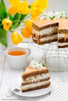 Dzisiaj mam dla Was przepis na drugi tort urodzinowy Grzegorza. Taki to ma dobrze, prawda? :) Pierwszym był tort czekoladowy z whisky i dżemem dyniowym, na