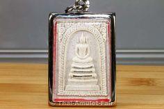 Sehr seltenes Buddha Amulett Phra Somdej Fang Takrut Ngern Ruun Khun Charoen Srap des ehrwürdigen Luang Pho Koon Parisuttho, zu Lebzeiten Abt des Wat Banrai, Tambon Kut Piman, Amphoe Dan Khun Thot, Changwat Nakhon Ratchasima (Korat), Isan, Nordost-Thailand aus dem Jahr B.E. 2537 (1994).