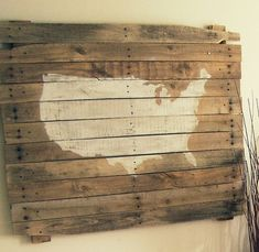 Pallet Wall Art.. love the map idea, stick a star pin where ever you have been.. Nice for patio..