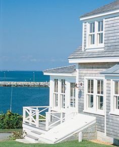 I really want to paint #at the cottage to be gray and white... then I can at least pretend I'm at the beach.. Love the freshness of how it looks :)