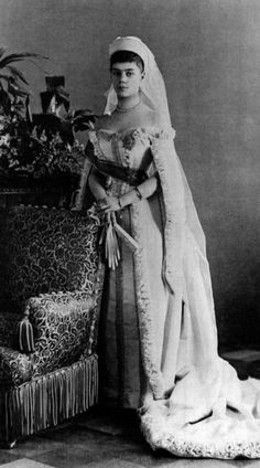 Grand Duchess Xenia Alexandrovna. A very distant ancestor of mine on my mom's side: 4th great grand niece of husband of aunt of wife of grandson of husband of 3rd cousin 12x removed.