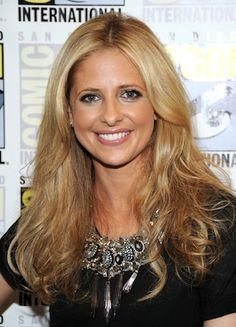 Sarah Michelle Gellar - loving this color too.