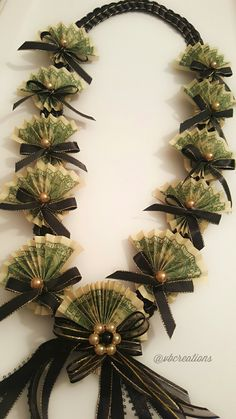 Money Cake, Money Lei, Money Origami, Money Flowers, Paper Flowers, Cloth Garland Diy, Candy Leis, Money Creation, Money Bouquet