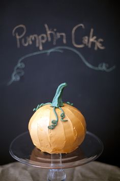 SO CUTE:  Pumpkin Cake.  Step-by-step instructions from @Zoë François
