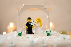 Wedding cake toppers - LEGOs!! Too cute. :) Chicago Wedding Photographer, Dennis Lee Photography