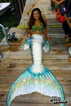Weeki Wachee Mermaid in a tail by Merbella Studios Inc. The Weeki Wachee mermaids only wear silicone tails for their calendar photoshoot because their show routine involves so much moving around and quick costume changing that they must use fabric tails. Realistic Mermaid Tails, Diy Mermaid Tail, Fin Fun Mermaid Tails, Silicone Mermaid Tails, Mermaid Man, Mermaid Cove, Real Mermaids, Mermaids And Mermen, Girls With Tails