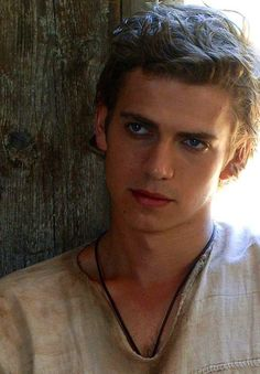 My celebrity crush, Hayden Christensen. Gorgeous! I mean, look at those eyes! Holy crap, he's just so freakin gorgeous!