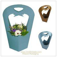 Packaging para flores, Flowers packaging, envoltorios originales para flores y… Flower Packaging, Paper Packaging, Pretty Packaging, Gift Packaging, Paper Plants, Bouquet Wrap, Hand Flowers, Miniature Trees, Flower Boxes