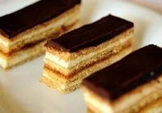 Learn how to do perfect mezeskremes and moskauer ! Honey Recipes, Sweets Recipes, Desert Recipes, Cookie Recipes, Hungarian Desserts, Hungarian Recipes, Winter Food, No Bake Cake, Sweet Treats