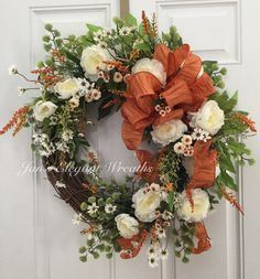 Can I compare thee to a summers day? No, Im not into poetry. :-) But, that is what comes to mind when I look at this wreath. Airy and warm.