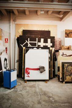 Estudio de Tàpies en su casa de Barcelona. Studio of Tàpies at his home in Barcelona.