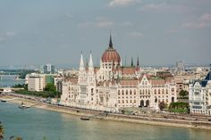 Take a city trip to wonderful Budapest! Discover the most beautiful tourist attractions by bus and on a guided walk through the historic centre. Day Trips From Vienna, Capital Of Hungary, Budapest, Taj Mahal, Most Beautiful, Tours, City, Travel, Viajes