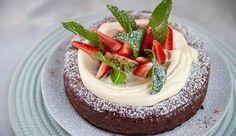 Oreo Dark Chocolate Cheesecake   Good Chef Bad Chef Chocolate Topping, Chocolate Cheesecake, Cheesecake Recipes, Dessert Recipes, Desserts, Crushed Oreos, Best Chef, Cake Tins, Oreo Cookies