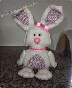 Giselle Barbosa Artesanatos: Coelhinha charmosa em feltro