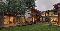 บ้านอารมณ์ธรรมชาติมีต้นไม้และสนามหญ้า