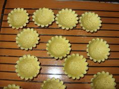 Reteta de acasa: Mini tarte cu fructe Romanian Food, My Recipes, Biscuits, Sweets, Cookies, Pasta Carbonara, Ethnic Recipes, Mai, Sweet Treats