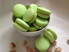 Pistáciové makronky Macaron Cookies, Macaroons, Macaroon Recipes, Dessert Recipes, Pistachio Macarons, Hungarian Cake, Healthy Cake, Biscuit Recipe, Holiday Baking
