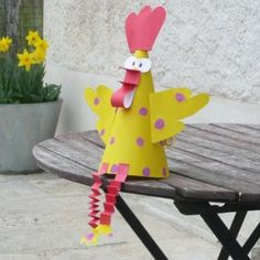 Kids and adults will love making these chicken crafts. You'll find paper plate craft ideas, brightly painted gourds and paper mache project ideas, all with a chicken theme. Farm Crafts, Crafts To Do, Arts And Crafts, Chicken Crafts, Chicken Art, Easy Diys For Kids, Easter Egg Crafts, Diy Ostern, Painted Gourds