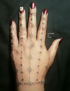 Traditional Samoan womens hand tattoo, created exclusively for Agneta. Please don't copy - be original.