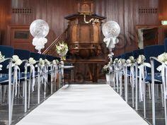 Helium ballondecoratie voor een bruiloft bij Het Schellingwoude Kerk in Schellingwoude