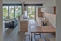 Modern in Beton   Geometrische Formen und reduzierte Materialisierung bilden spannende Kontraste bei dieser modernen Betonküche. Die stimmige Kombination aus Beton und Holz wurde bei diesem Umbauprojekt schlicht und dennoch ausdrucksstark umgesetzt.  Lass auch Du dich inspirieren. Dein bautrends.ch - Inspirationsteam . . #betonküche #küchebeton #kücheinbeton #betoninküche #küchendesign #küchenidee #küchentrends #küchenplanung #küchentrend #küchenbau #bautrends #brunnerküchenag Küchen Design, Modern, Divider, Furniture, Home Decor, Geometric Shapes, Wood, Trendy Tree, Room Decor