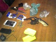 DE OLHO 24HORAS: Homem é preso ao tentar jogar arma e celulares den...