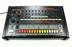 Roland TR-808  Classic analog Drum Machine