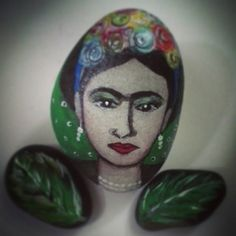 #artstones #artbyyatiejoy #handpainted  #arts #fridakahlo