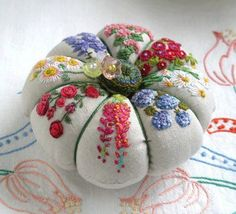 Embroidered flowers on linen pincushion. The linen just seems to make it extra classy. Silk Ribbon Embroidery, Embroidery Stitches, Embroidery Patterns, Hand Embroidery, Art Patterns, Japanese Embroidery, Tatting Patterns, Flower Embroidery, Fabric Crafts