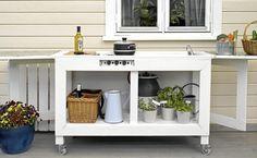 Lag et enkelt utekjøkken selv, eller kjøp det ferdig fra butikken. Summer House Garden, Home And Garden, Working Area, Kitchen Cart, Kitchen Living, Open Plan, Scandinavian Style, Entryway Tables, Outdoor Living