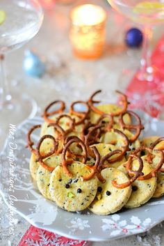 Parmesan shortbreads and olive tapenade Christmas cookies Flying With A Toddler, Canned Blueberries, Vegan Scones, Gluten Free Flour Mix, Scones Ingredients, Cuisine Diverse, Blueberry Scones, Xmas Dinner, Vegan Butter