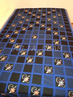 Quilts, Embroidery, Blanket, Bed, Needlepoint, Stream Bed, Quilt Sets, Blankets, Log Cabin Quilts