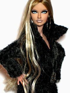 Fashion Royalty 16 inch Poppy Parker OOAK repaint Doll by Claudia Fashion Royalty Dolls, Fashion Dolls, Diva Dolls, Lifelike Dolls, Glamour Makeup, Barbie Doll House, Black Barbie, Doll Repaint, Barbie Collection