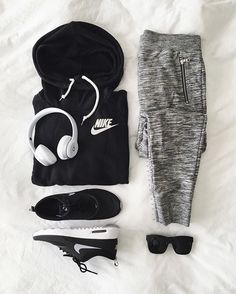 Pin for Later: 29 Stylish Workout Outfit Ideas From Your Favorite Fit Bloggers Lazy-Cool Casual